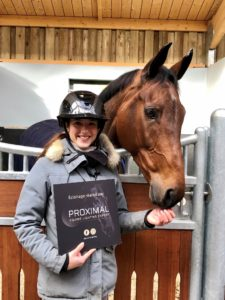 Flore Giraud, jeune cavalière internationale - Eclairage barn par PROXIMAL